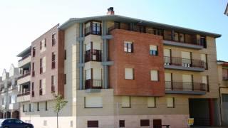 Edificio plurifamiliar esquina. Brualla-Alcaraz. Arquitectos. Monzón. Huesca. Aragón.