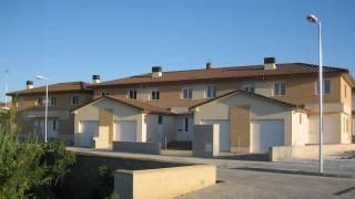 27 viviendas unifamiliares adosadas con garajes 1. CRISOL. Pueyo de Santa Cruz. Fundación Vivienda y Valor. Miguel Angel Brualla. Arquitecto.